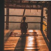 La meditazione in ginocchio